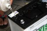 Що заливати в акумулятор: покрокова інструкція, особливості та рекомендації