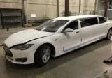В США продают первый лимузин Тесла
