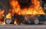 В Киеве вандалы подожгли автомобили: как защитить себя