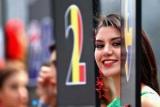 Дівчата і гонки: найкрасивіша галерея минулого сезону